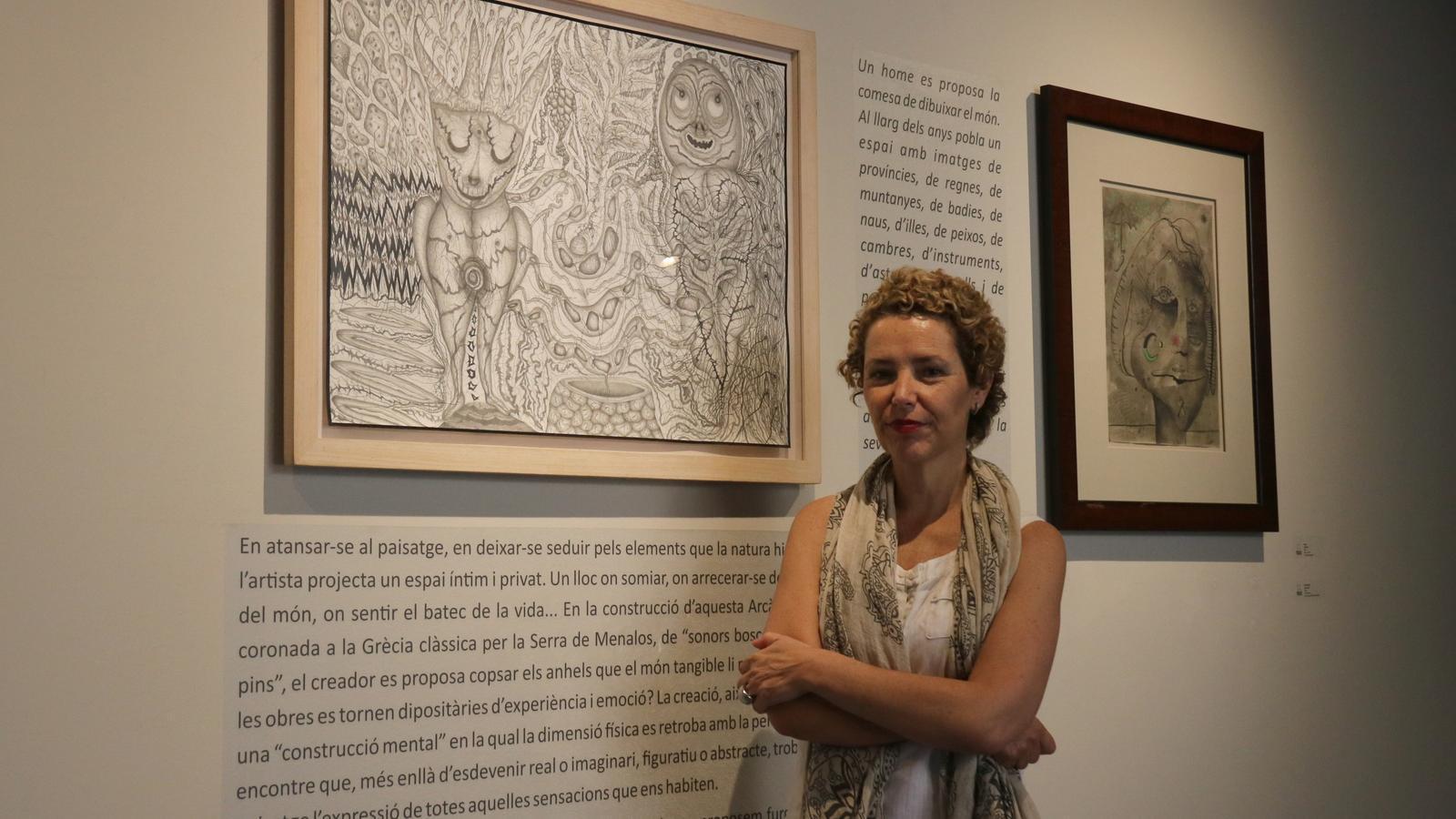 La directora de projectes externs de la Fundació Vila Casas, Natàlia Chocarro, aquest divendres a l'Espai Art l'Abadia de Sant Joan de les Abadesses.