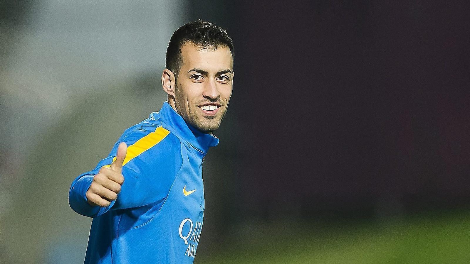 Busquets, durant un entrenament amb el Barça