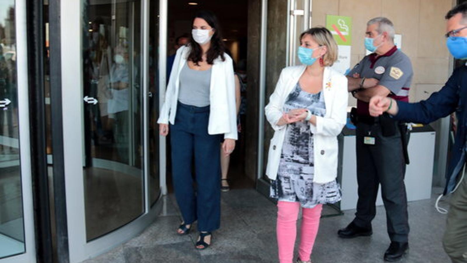 La consellera de Salut, Alba Vergés, sortint aquest divendres de l'Hospital Arnau de Vilanova de Lleida / SALVADOR MIRET/ACN