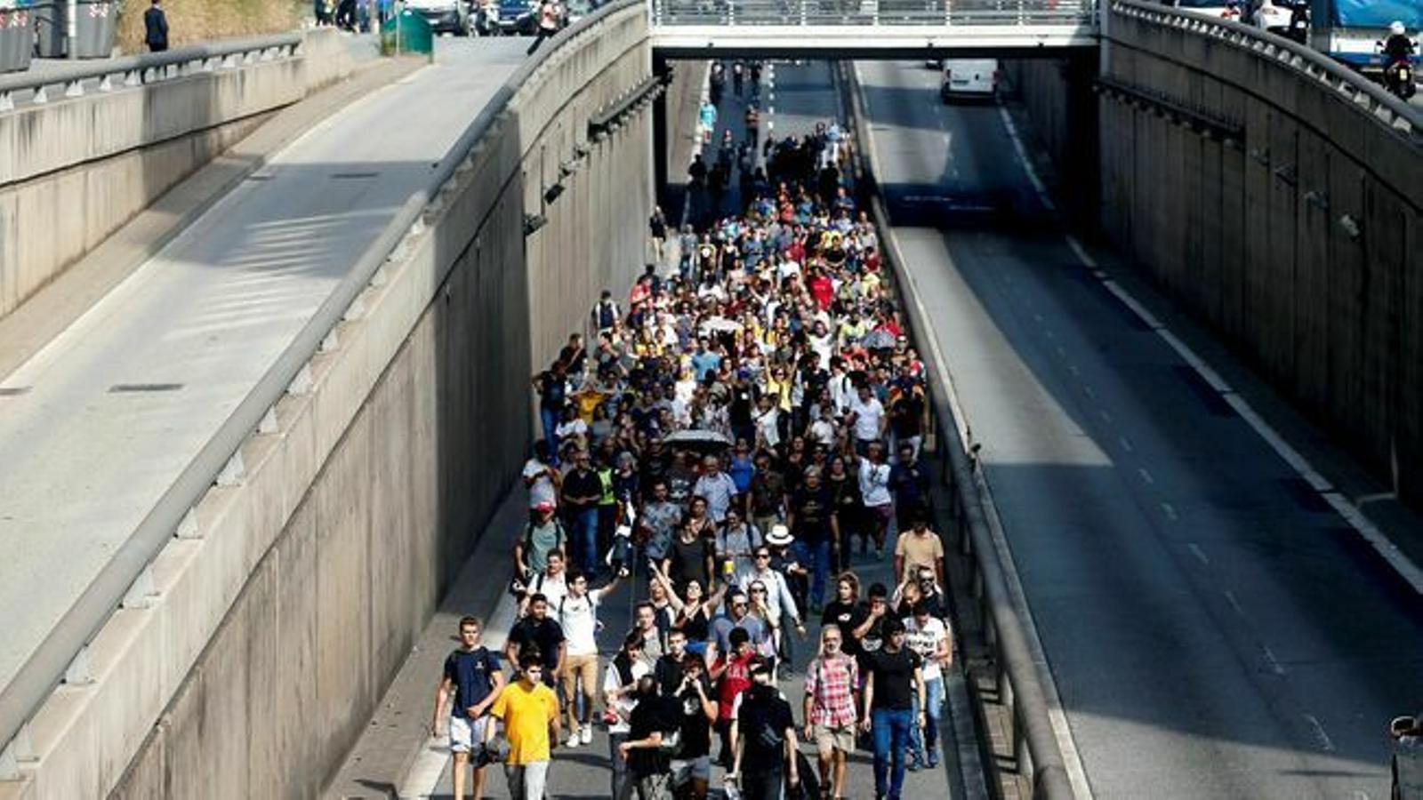 """""""Tothom a l'aeroport"""": la primera acció de Tsunami Democràtic contra la sentència del Procés"""