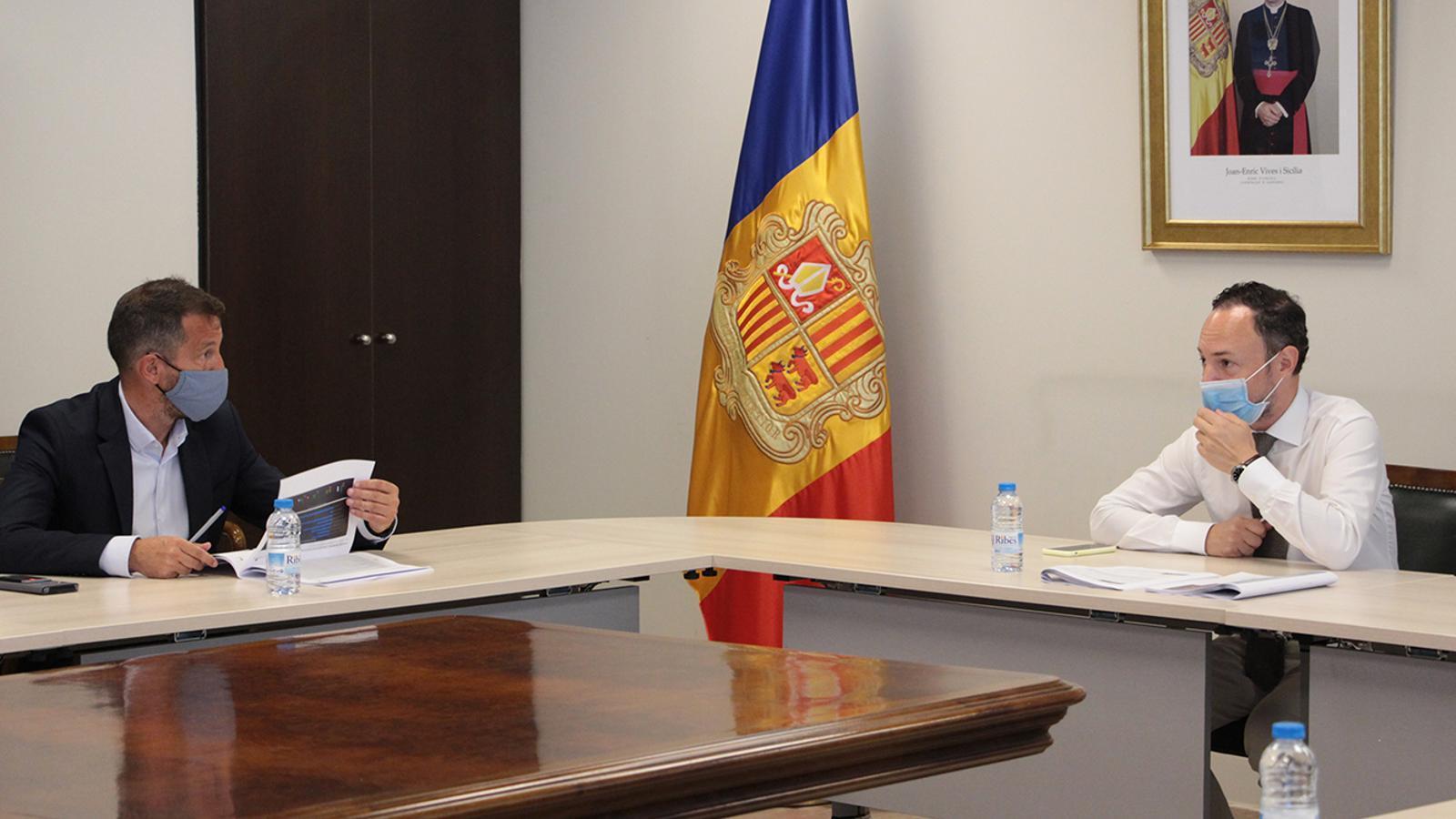 El president del grup parlamentari socialdemòcrata, Pere López, i el cap de Govern, Xavier Espot, durant la reunió