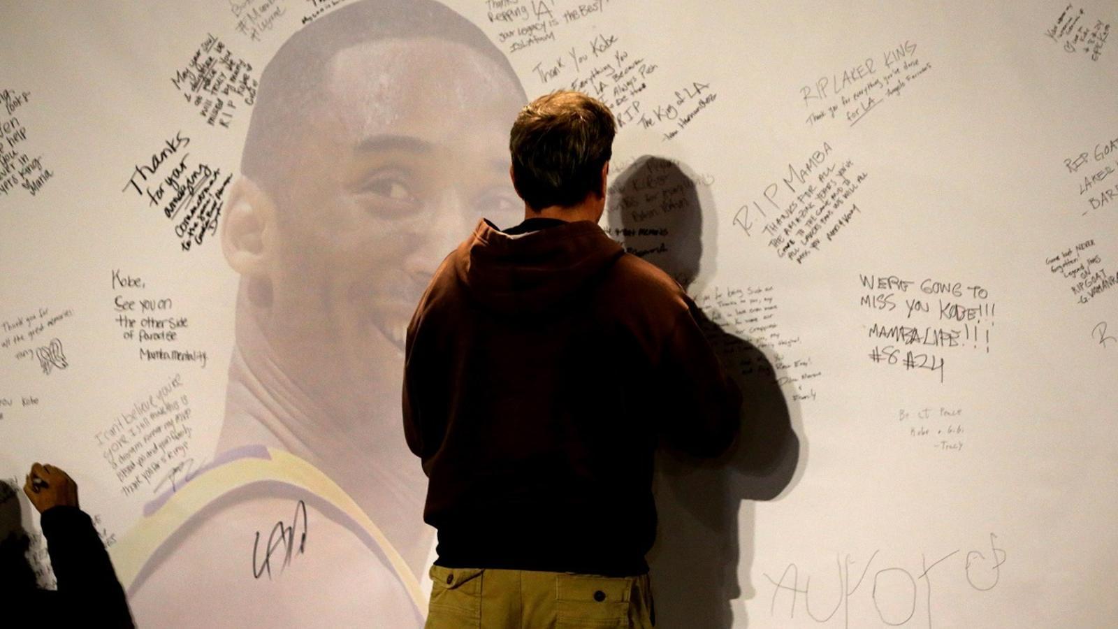 Minuts de silenci, absències, samarretes especials i missatges: el món de l'esport, commocionat per la mort de Bryant