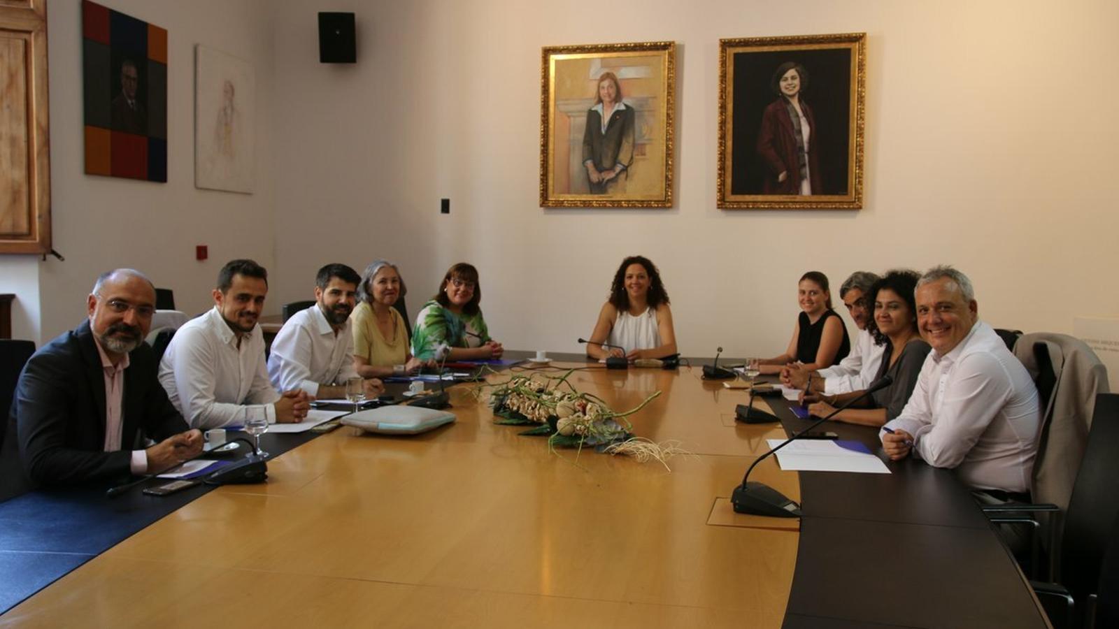 La presidenta del Consell de Mallorca, Catalina Cladera, amb els consellers insulars que integren l'equip de Govern