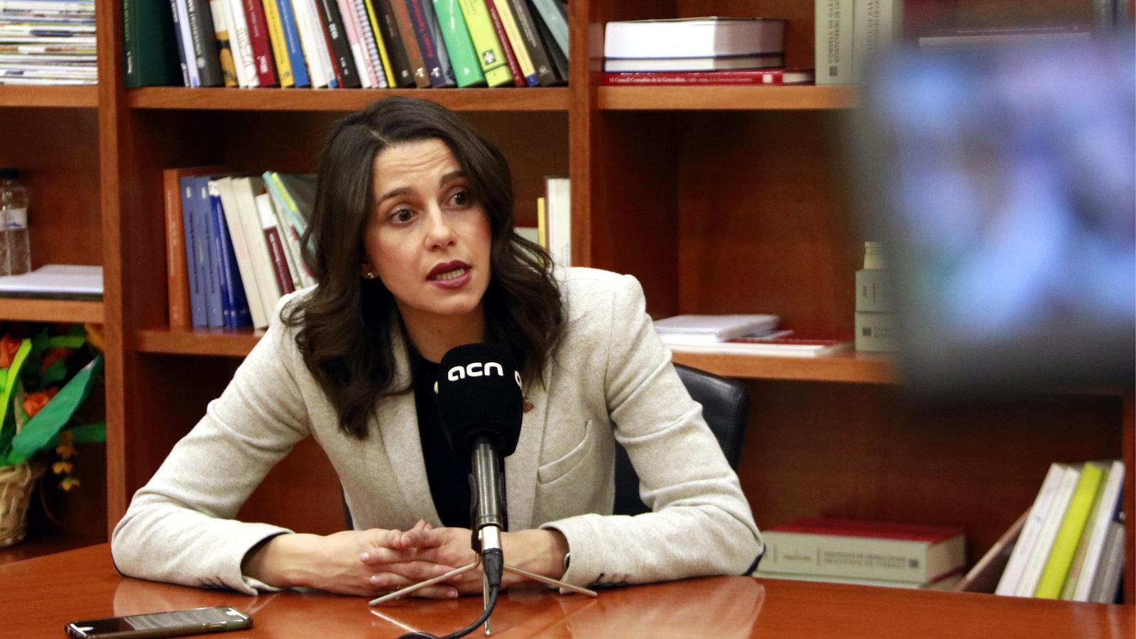 Arrimadas anima dirigents socialistes a anar a la manifestació de diumenge a Madrid i retirar el suport a Sánchez
