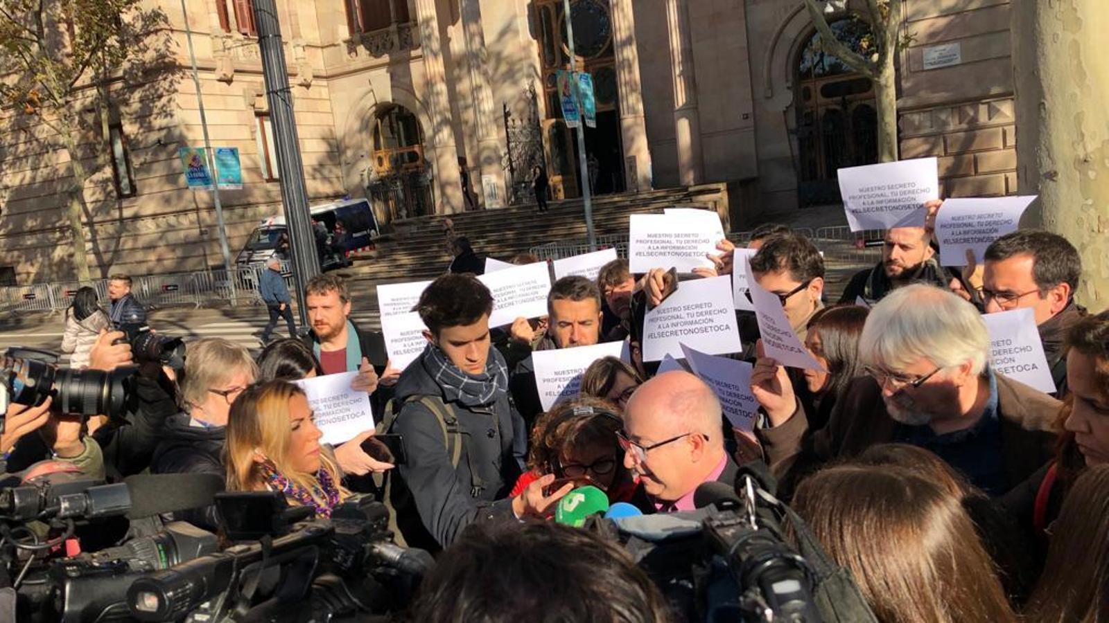 Concentració de periodistes davant del TSJC