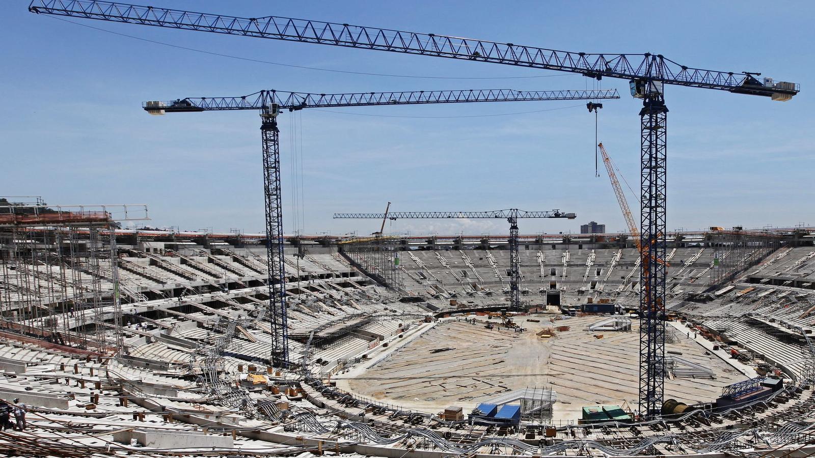 Obres de la construcció de l'estadi de Maracanà a Rio de Janeiro.