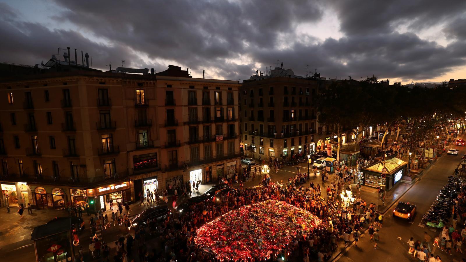 Memorial per les víctimes de l'atemptat de Barcelona a La Rambla.