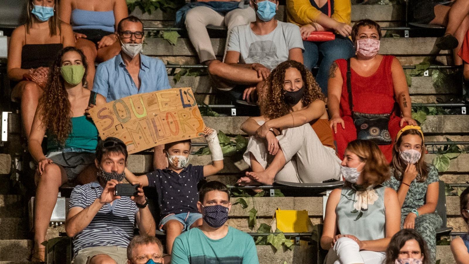 Públic al concert dels Stay Homas al Teatre Grec.
