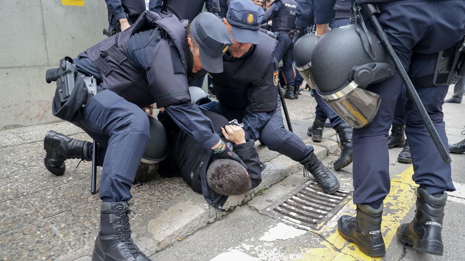 """La Fiscalia minimitza la violència policial de l'1-O: """"Només hi va haver dos ferits greus"""""""