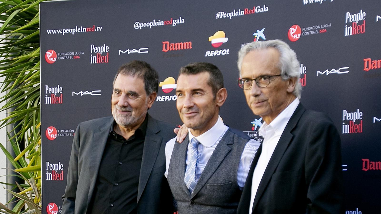 Toni Cruz, Jesús Vázquez i el  Dr. Bonaventura Clotet a la presentació.