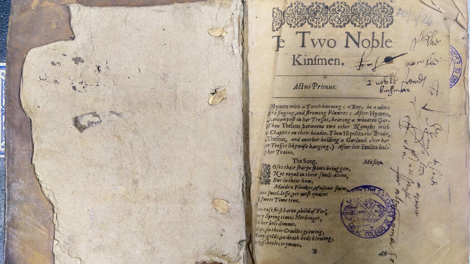 Pàgina del volum trobat per Stone amb la portada de 'The two noble kinsmen'