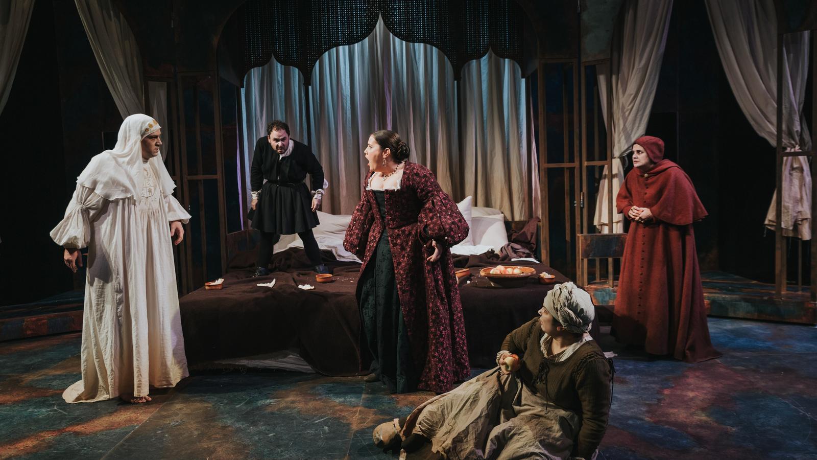 La Calòrica treu la pols de la seva reina Isabel tragicòmica, genocida i inquisidora