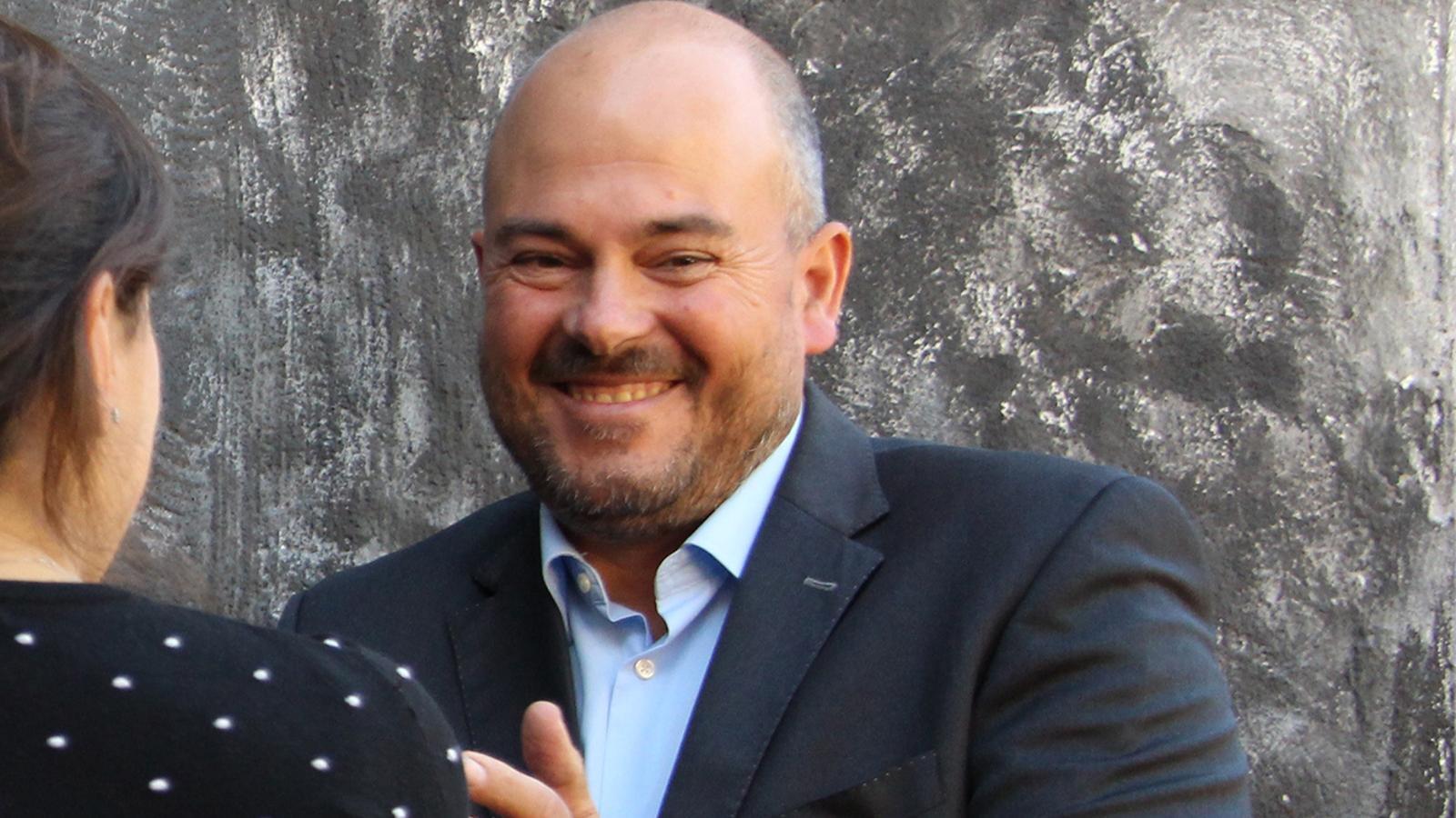 El cònsol major, Jordi Torres, durant l'acte d'estrena del mural on ha fet les declaracions sobre Grandvalira. / M. M. (ANA)