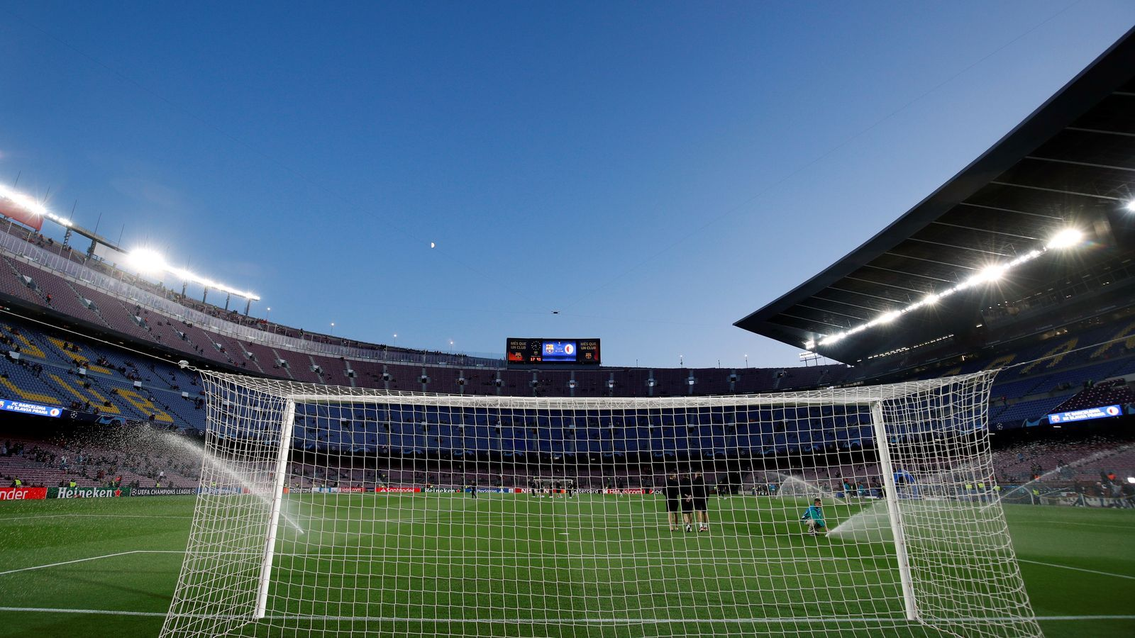 La policia es planteja crear un cordó de seguretat que permeti l'arribada dels jugadors al Camp Nou el dia del clàssic