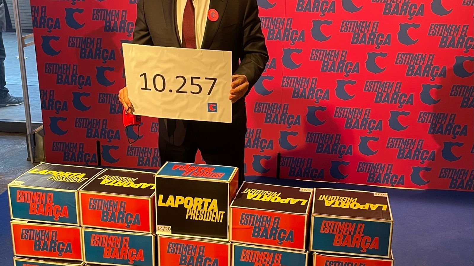 Demonstration of Laporta's strength with more than 10,000 signatures