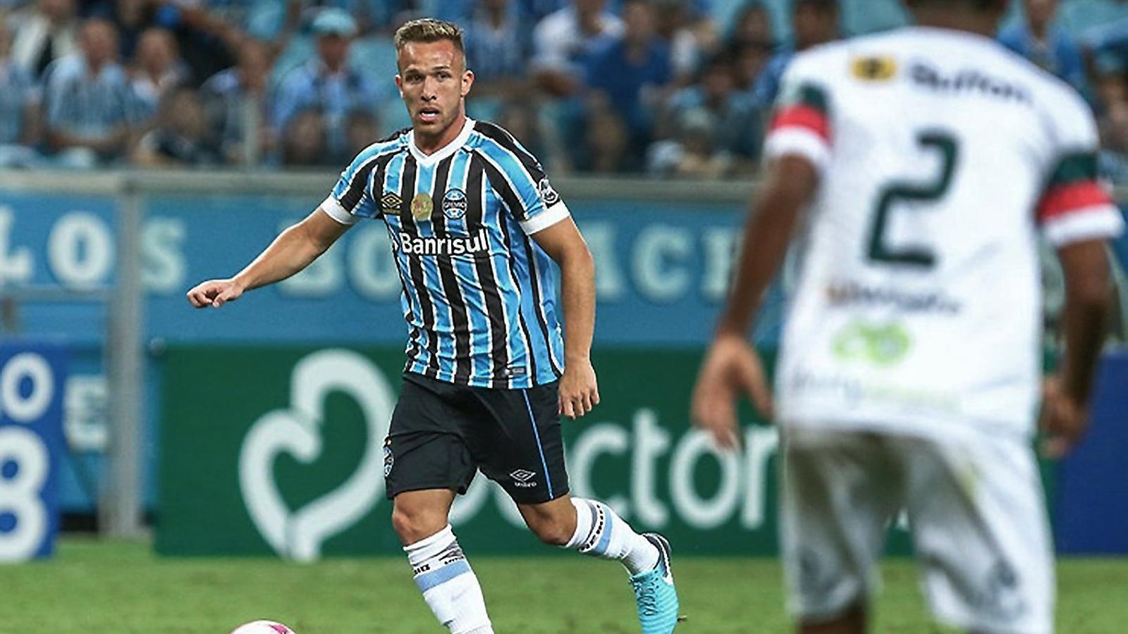 Arthur Melo en acció durant un partit amb el seu actual equip, el Grêmio de Porto Alegre.
