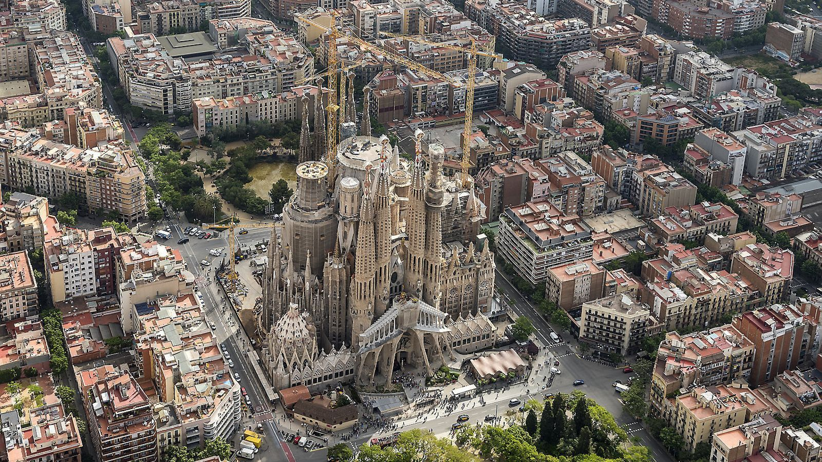Els veïns de la Sagrada Família contradiuen el projecte de l'escalinata amb un document que nega que sigui de Gaudí