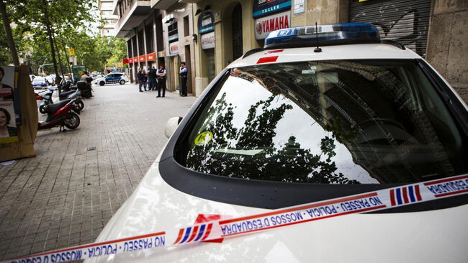 Cinc detinguts, entre ells tres mossos, per una trama de tràfic de drogues