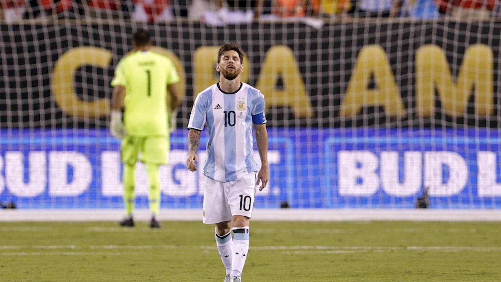 Messi es lamenta després d'haver fallat un penal