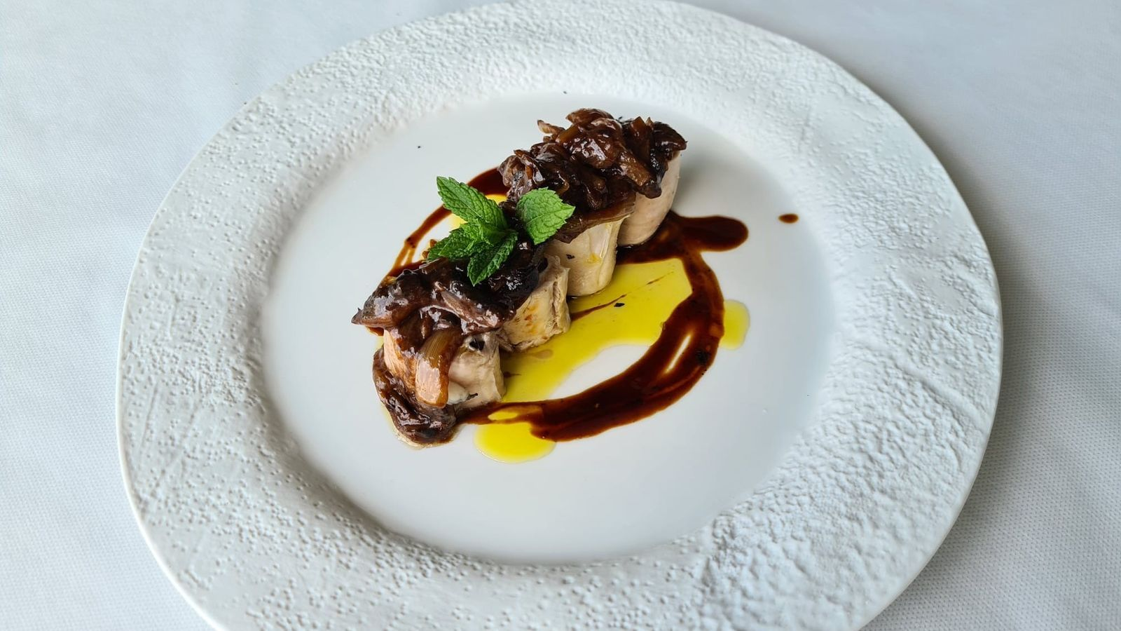 Com es fa el llom de conill amb ceba i xocolata? Recepta del cuiner Vicent Guimerà de L'Antic Molí d'Ulldecona