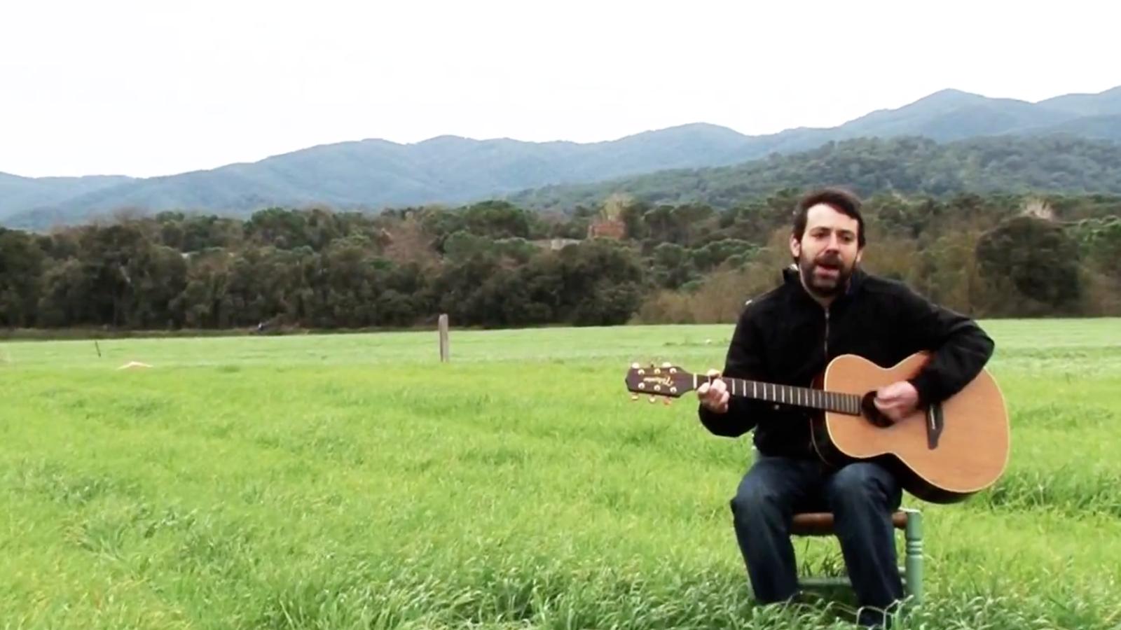 Mazoni, en un vídeo viral en defensa del mercat de la música