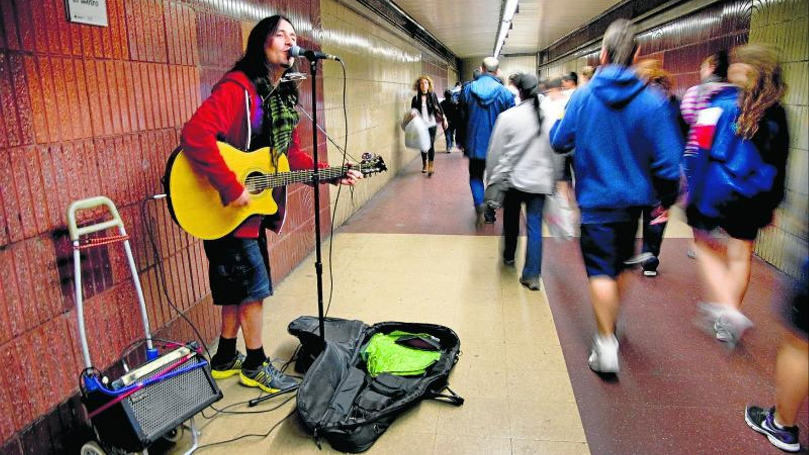 Tocar al carrer (i al metro) com a experiència de vida