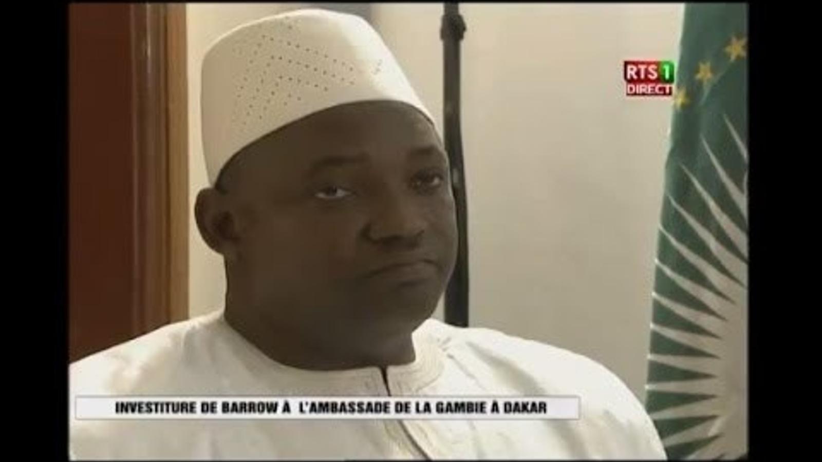 El president electe de Gàmbia jura el càrrec  a Dakar
