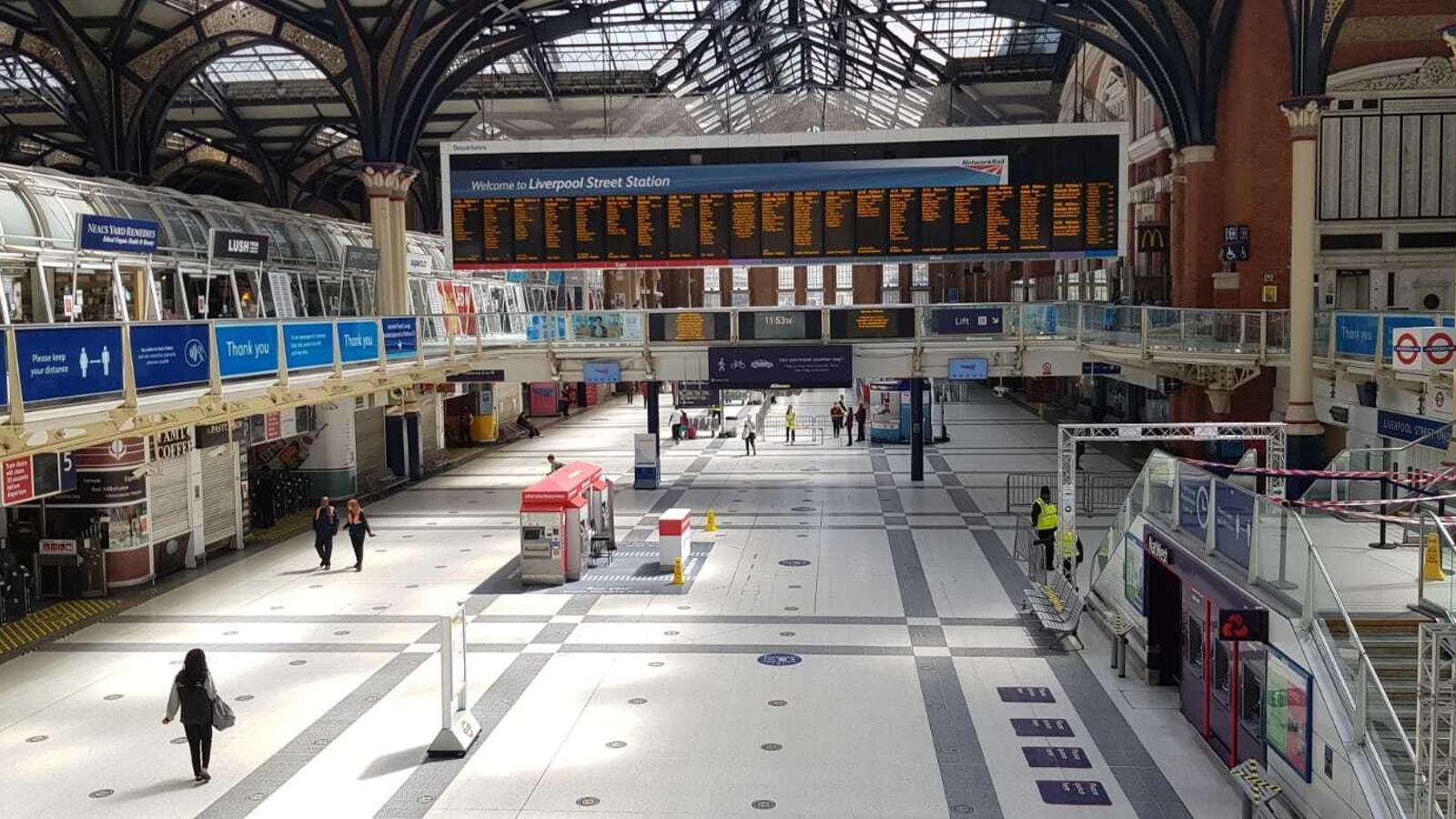 Una imatge de l'estació de Liverpool Street, per la qual passaven habitualment 250.000 persones al dia, el passat 18 de maig, pràcticament deserta a migdia de