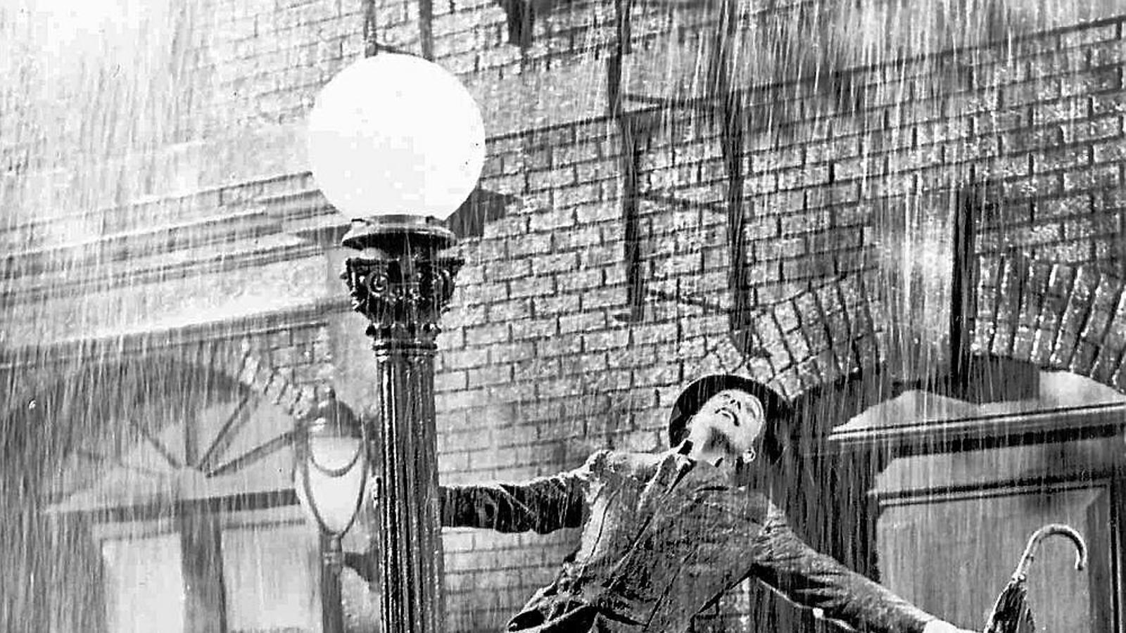 Gene Kelly en una escena de Cantant sota la pluja.