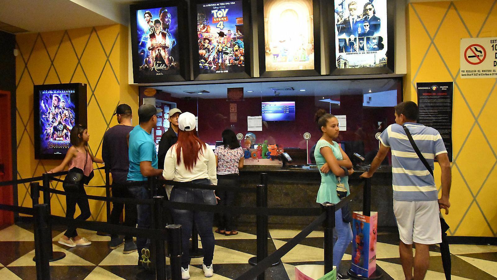 Cine, cases d'apostes i alcohol a Veneçuela