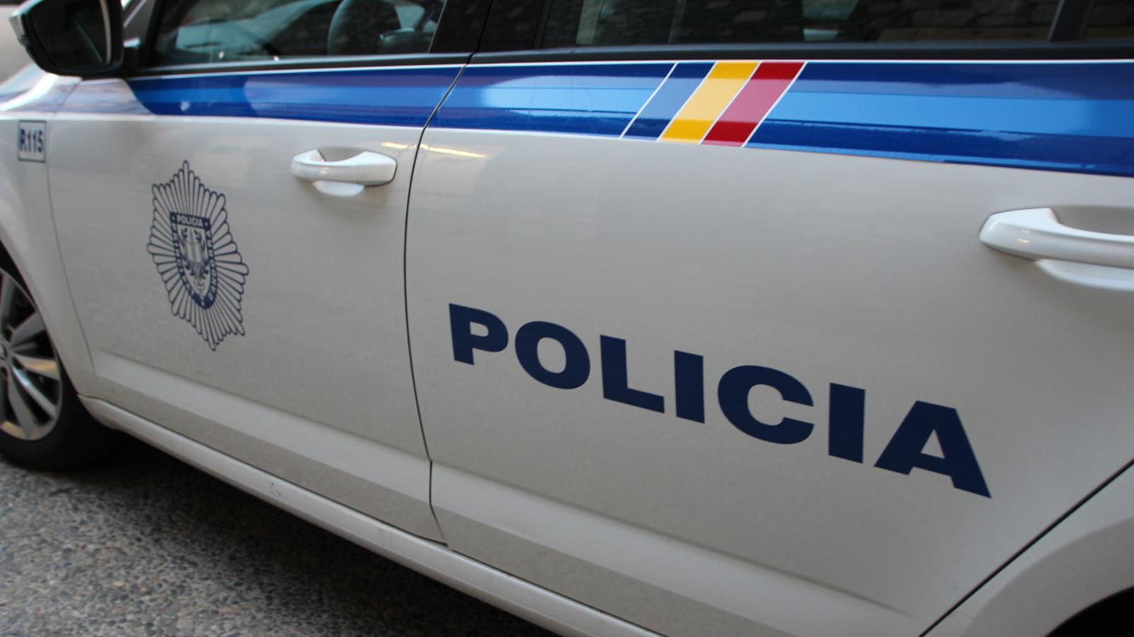 Detingut un home acusat de maltractament i possessió de drogues