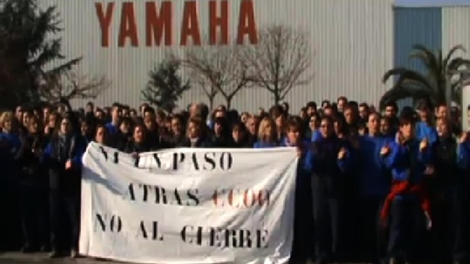 Els treballadors de Yamaha reclamen que no es tanqui la fàbrica a ritme de Beatles