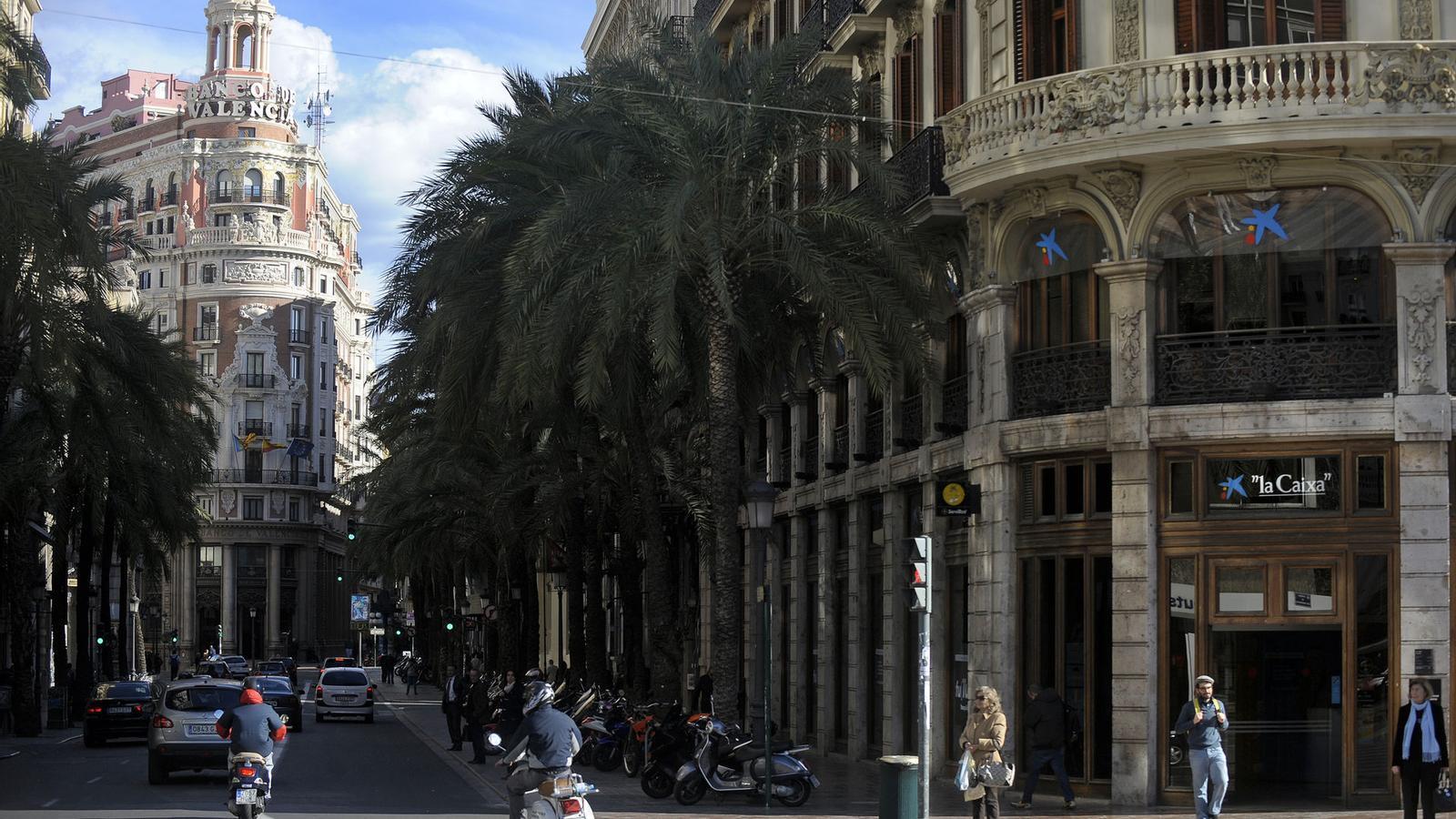 Un sector que retrocedeix 20 anys for Oficinas caixabank valencia
