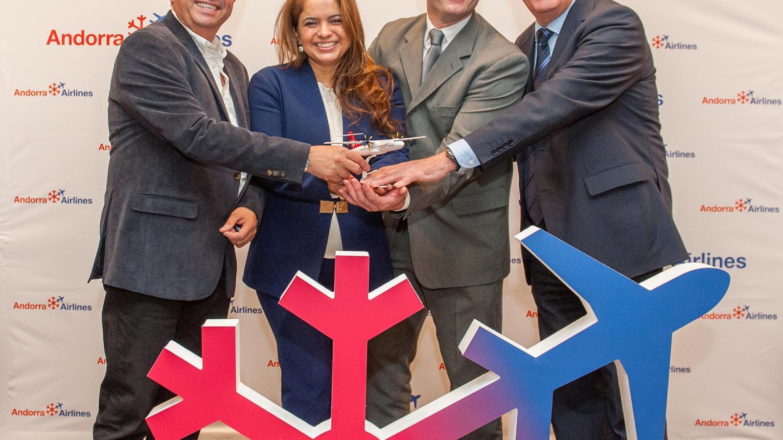 Els promotors de l'aerolínia, Bigas, Oliveira i Soriano amb el cap d'operacions, Carles Collado. /ARA