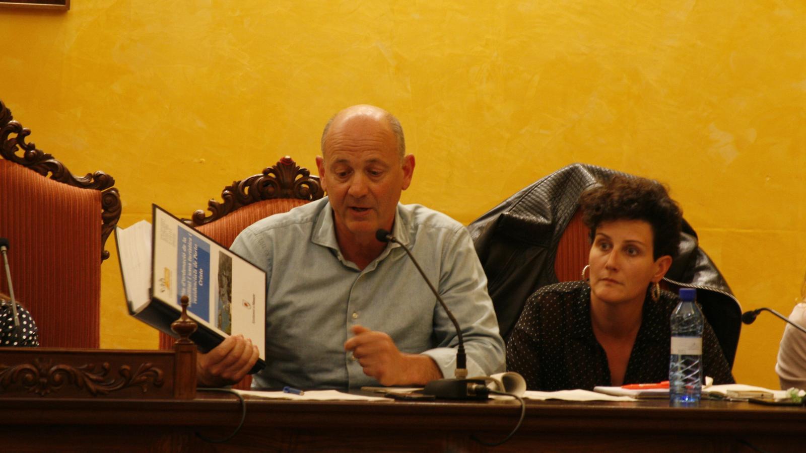 Joan Gomila (AIPC), amb el Pla de mobilitat de 2002, el darrer document que radiografià el trànsit als nuclis urbans.