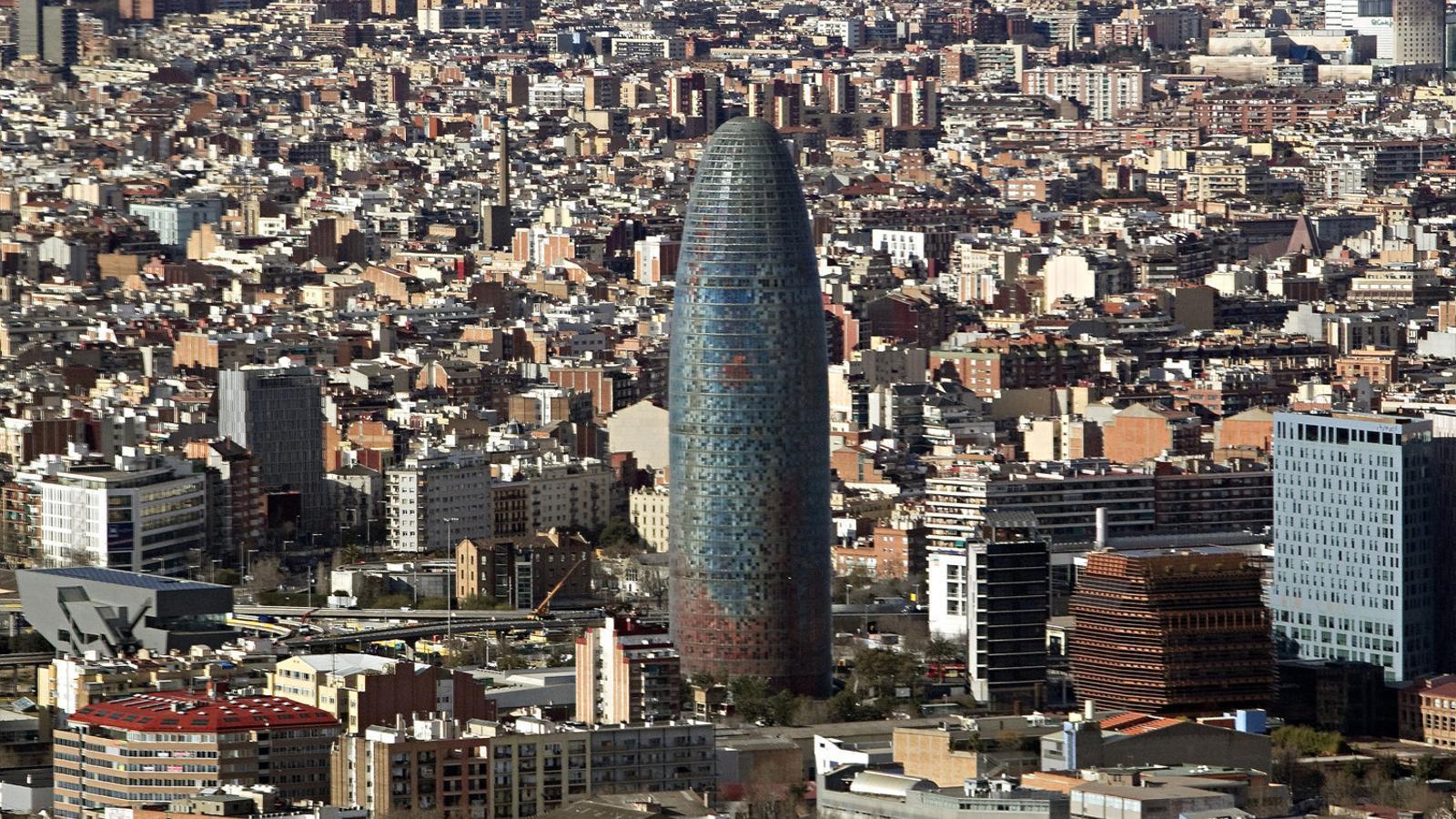 La Torre Glòries, l'antiga Torre Agbar, serà la seu de l'Agència Europa de Medicaments si Barcelona és l'escollida per acollir-la.