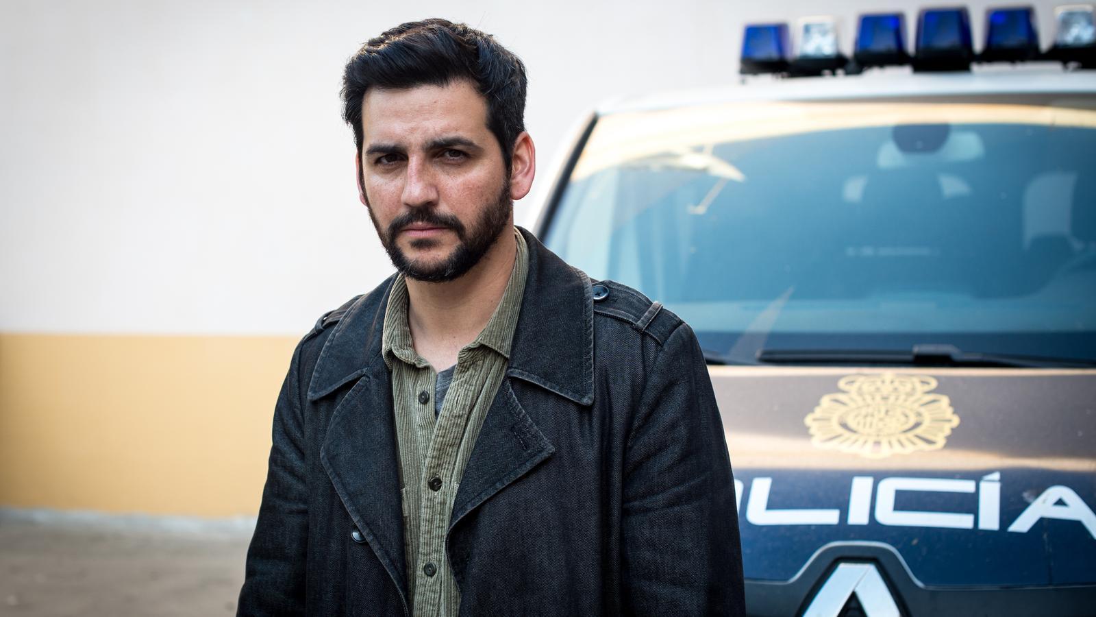 Fran Perea interpreta un policia encarregat d'investigar unes morts en una comunitat finesa de la Costa del Sol
