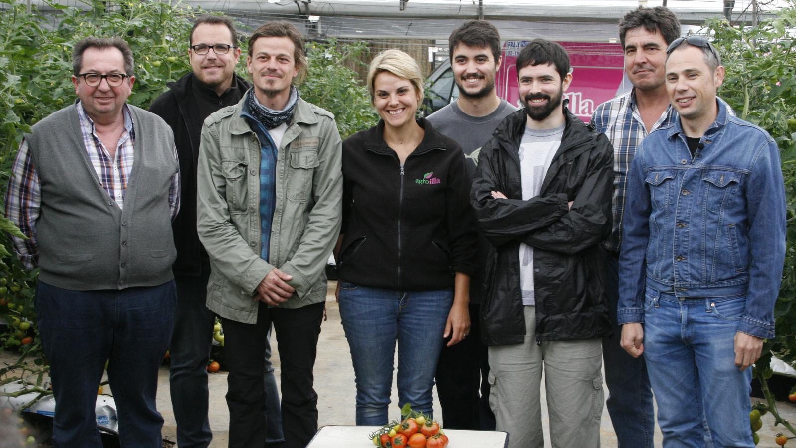 Representants d'Agroïlla i de la UIB, durant la presentació de les varietats seleccionades per avançar en l'estudi.