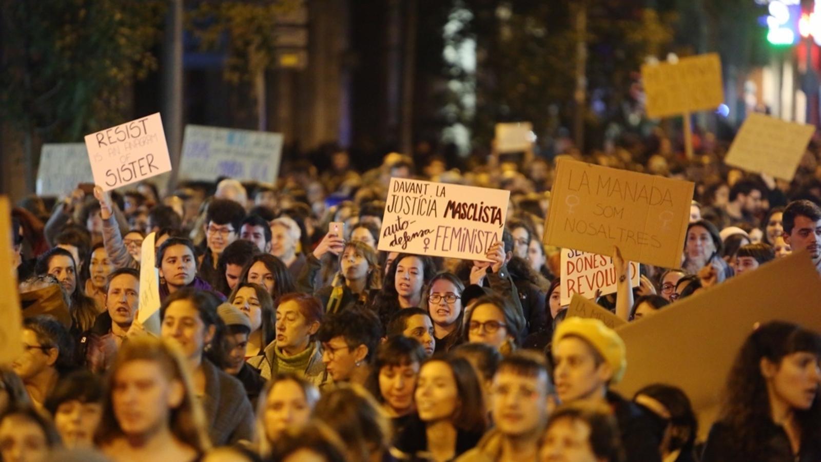La manifestació contra el masclisme i la violència institucional aquest divendres a Barcelona