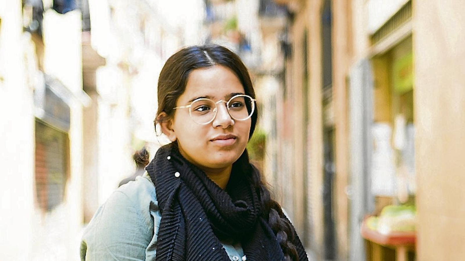 """Nosheen Talat  16 anys, Barcelona: """"No tinc por del virus sinó de no poder sortir al carrer"""""""