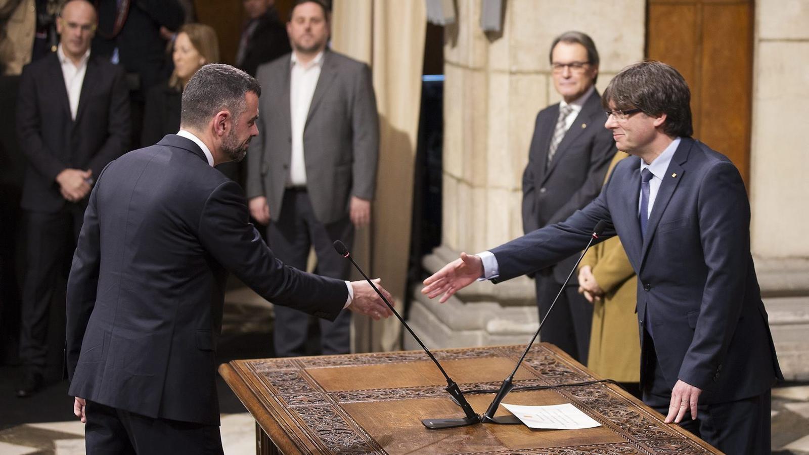 Vila, amb el president Puigdemont, després d'assumir el càrrec de conseller