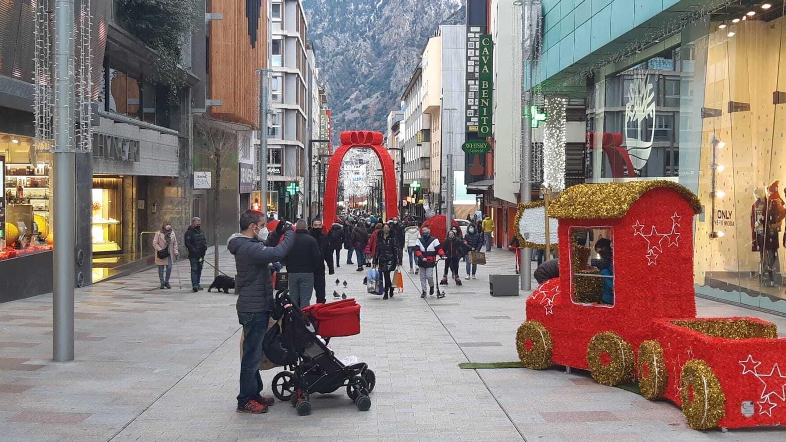 Així estava aquesta tarda l'eix comercial d'Escaldes i Andorra la Vella. / ARA ANDORRA