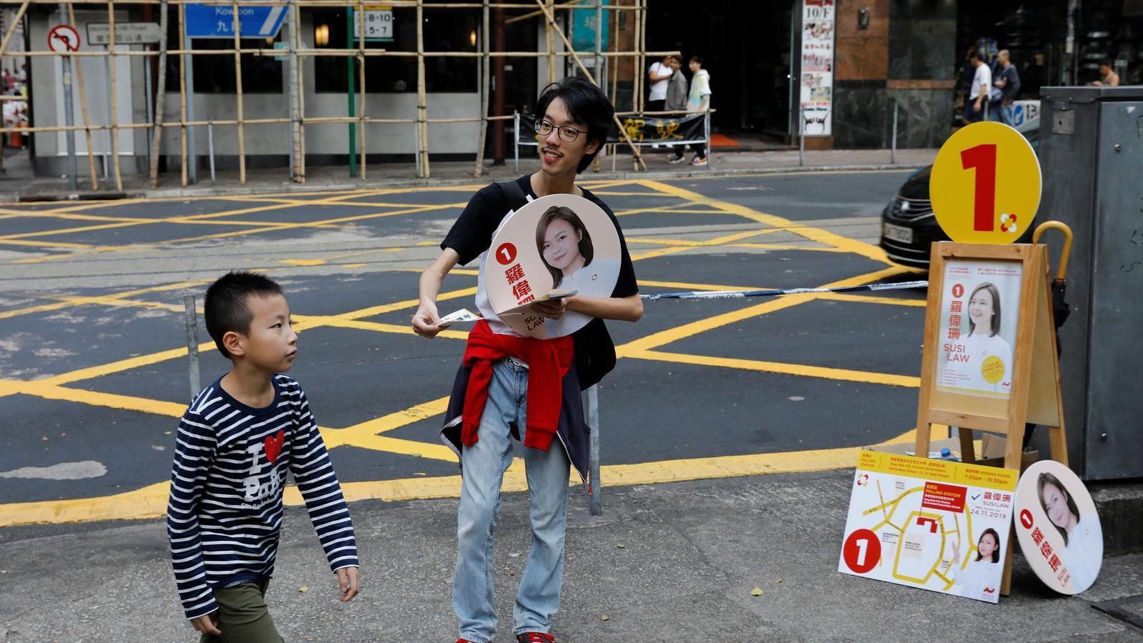 El moviment pro democràcia es posa a prova a les eleccions locals de Hong Kong