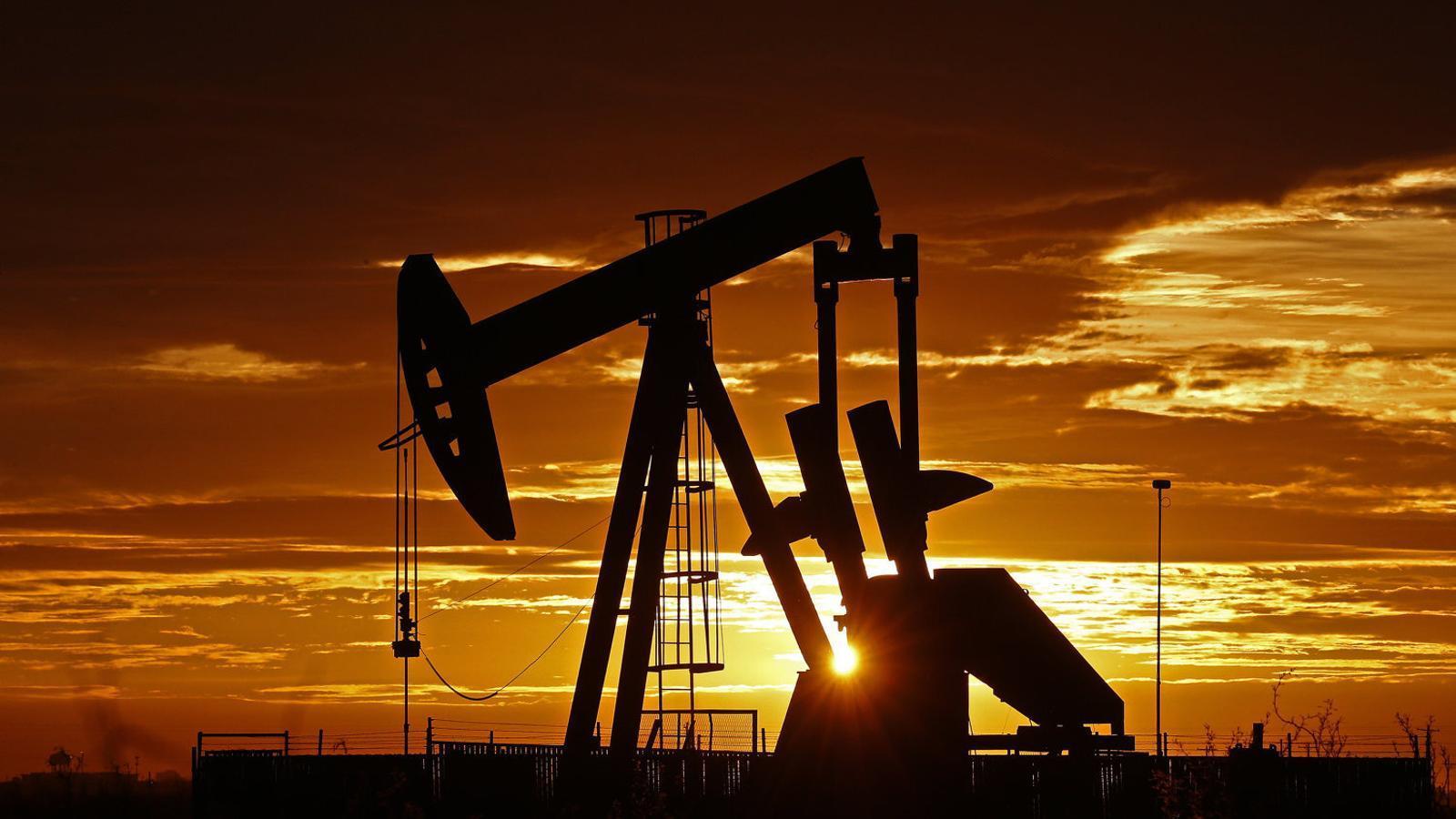 Maquinària d'extracció de petroli a Midland (Texas, els Estats Units) en una imatge de l'abril.