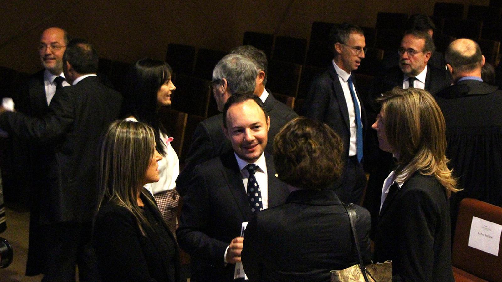 El ministre d'Afers Socials, Justícia i Interior, Xavier Espot, conversant amb assistents a l'obertura de l'any judicial aquest divendres. / M. F. (ANA)