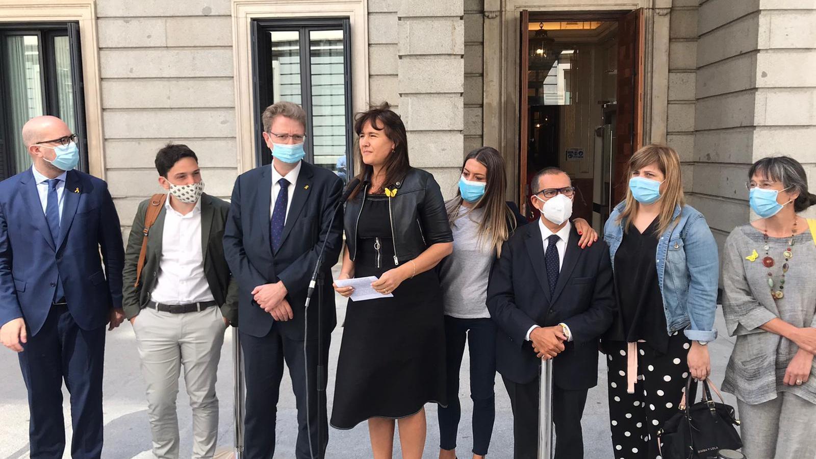 Laurà Borràs acompanyada dels diputats de JxCat després del debat