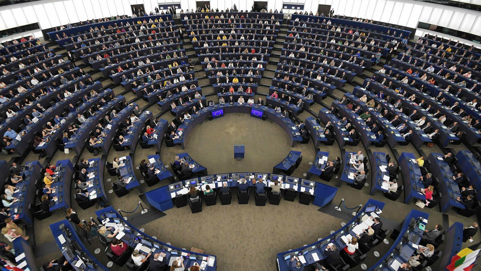 """Les queixes pel """"silenci"""" de Tajani marquen el ple de l'Eurocambra"""