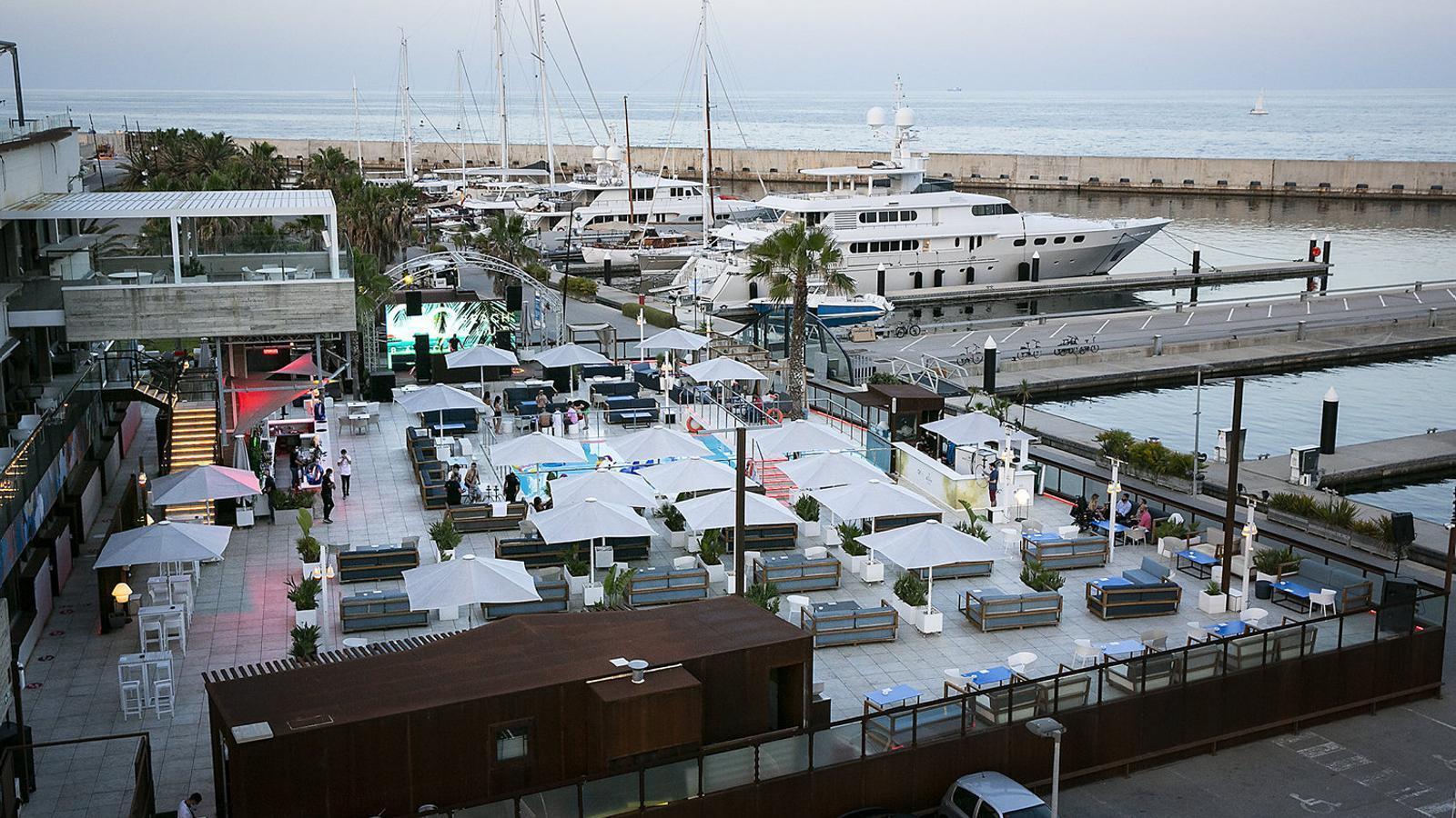 Imatge de la discoteca Go Beach Club, al Fòrum de Barcelona, que ja ha tornat a  l'activitat després del confinament.