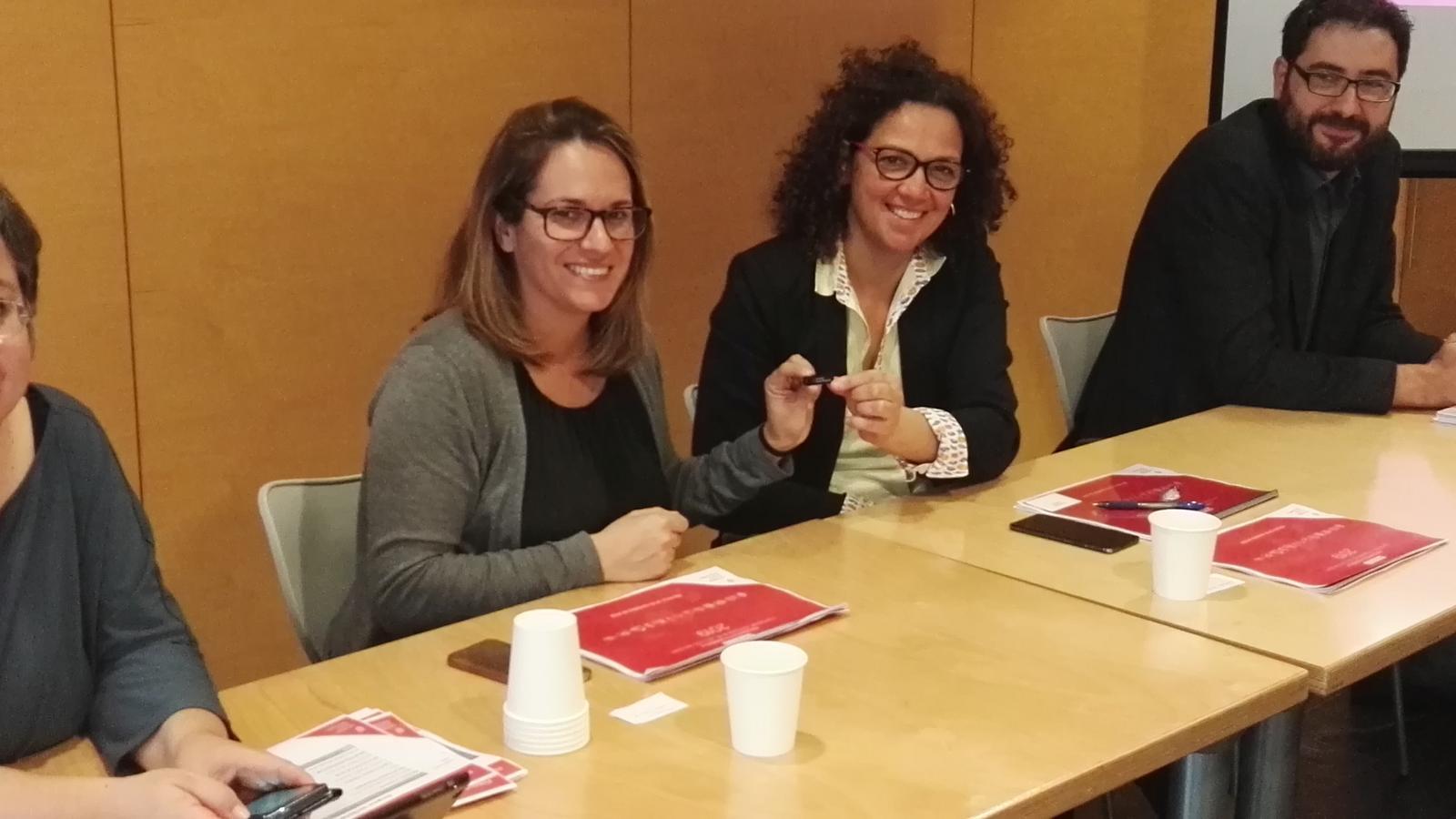 Susana Mora i Catalina Cladera han escenificat avui davant sindicats, patronals i agents socials la millora en els pressupostos per a 2019.