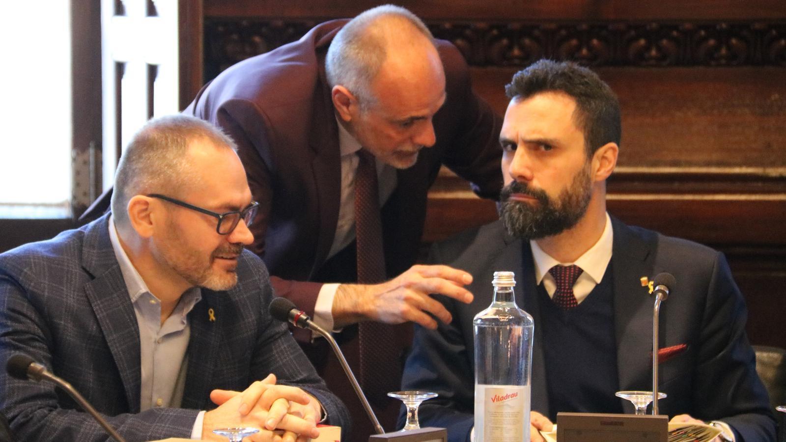 El vicepresident primer, Josep Costa; el lletrat major, Joan Ridao, i el president del Parlament, Roger Torrent.